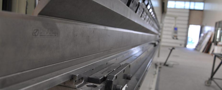 Plegado – C.N.N. 6 metros de longitud y 125 toneladas de fuerza.
